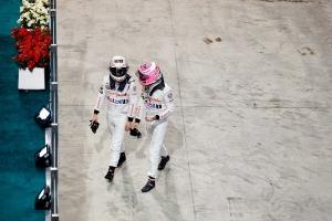 23-11-2014 Abu Dhabi. Kevin Magnussen og Jenson Button efter sæsonens sidste løb