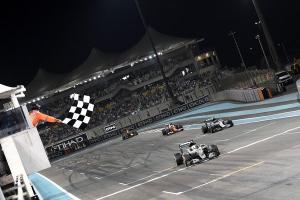 27-11-2016 Abu Dhabi. Nico Rosberg kører over målstregen som verdensmester
